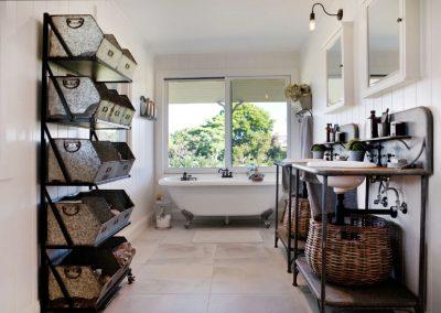 Oxley Island Farmhouse Bathroom